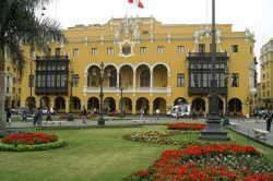 peru_hoehepunkte_machu_picchu_und_titicacasee_lima_plaza_de_armas.jpg